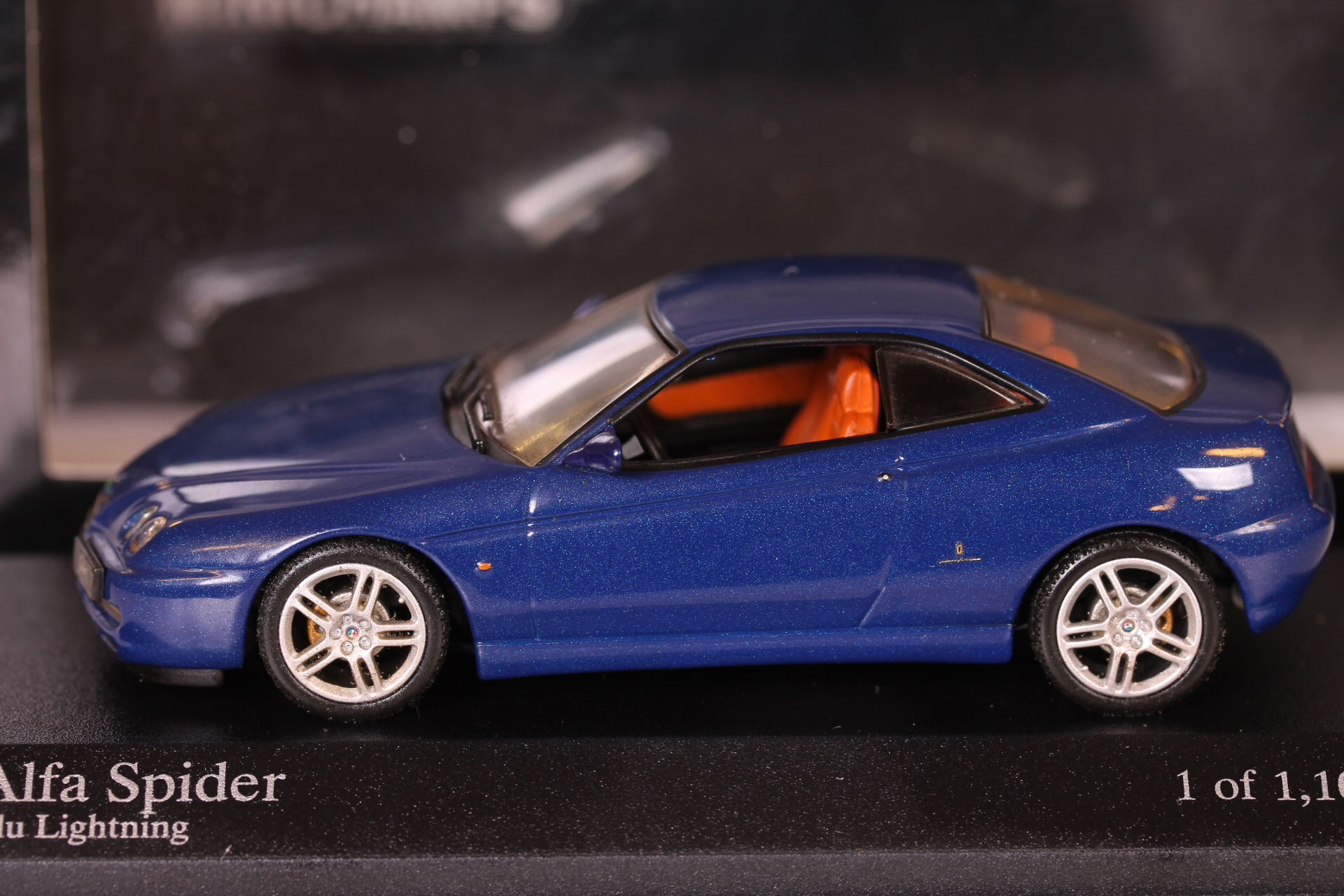 *1/43 Minichamps 400120334 2003 Alfa Romeo Spider blue metallic
