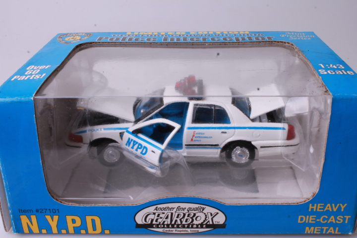 *1/43 Gearbox 27101 1999 Ford Crown Victoria NYPD