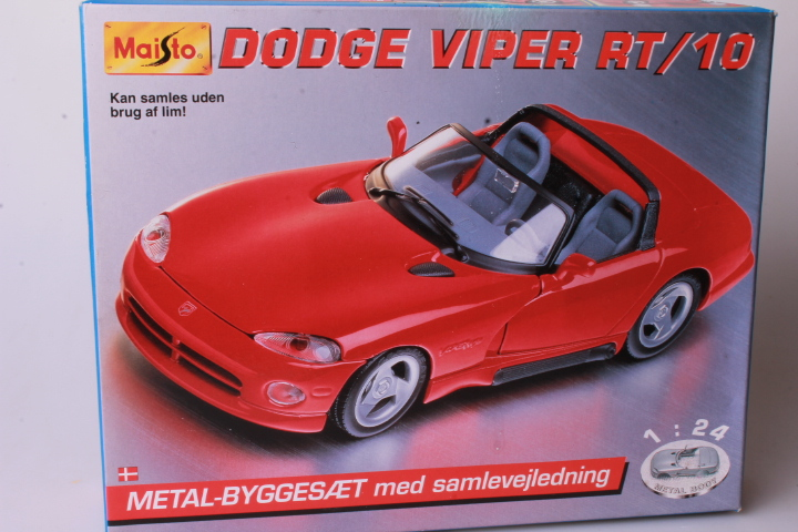 *1/24 Maisto Metalkit 19-5006 Dodge Viper RT/10