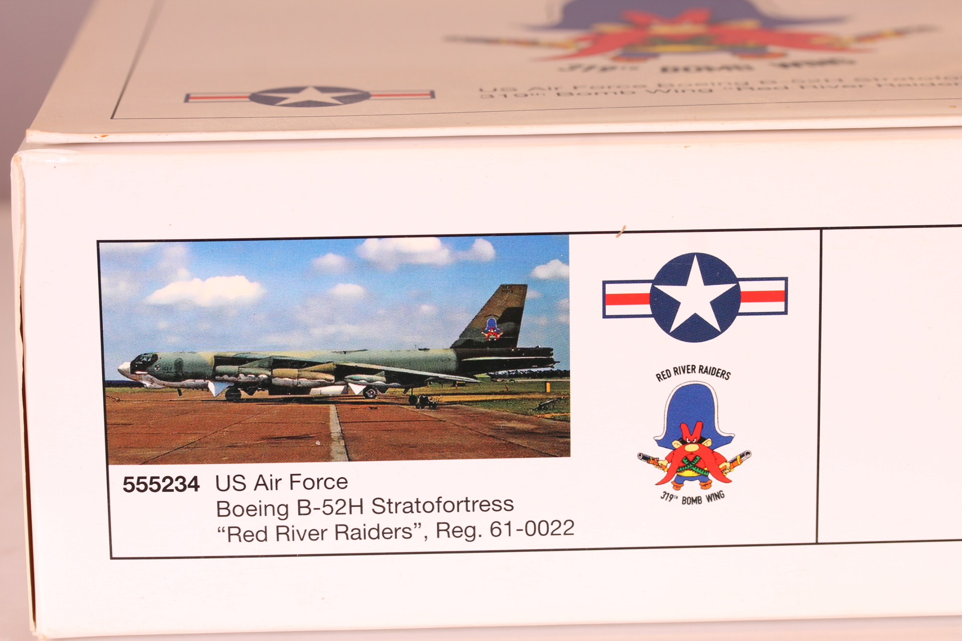 *1/200 Herpa 555234 US Air Force Boeing B-52H Stratofortress Red River Raiders 61-0022