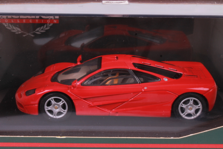 *1/43 Minichamps 530133432 McLaren F1 Roadcar red